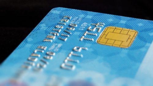 Čtvrtina Čechů dnes platí převážně kreditkou