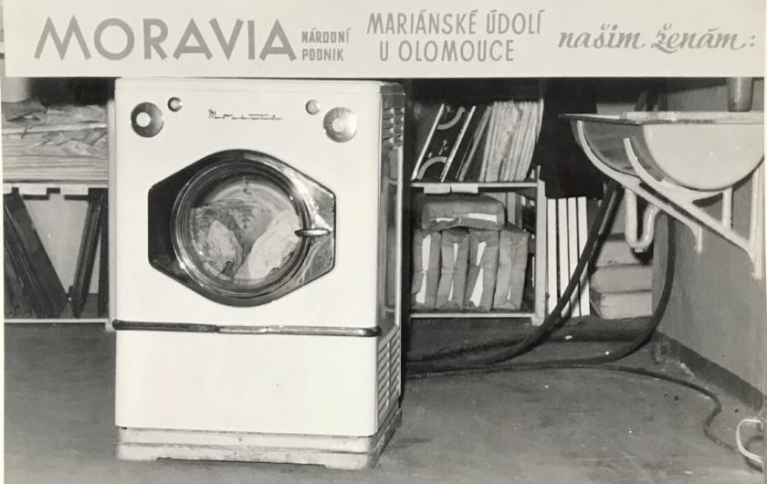MORA 195 let