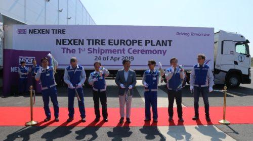Nová továrna slavnostně vyexpedovala první pneumatiky
