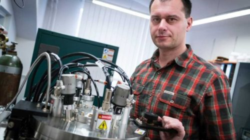 Tým profesora Tomáše Polcara získal grant na vývoj speciálních povrchů