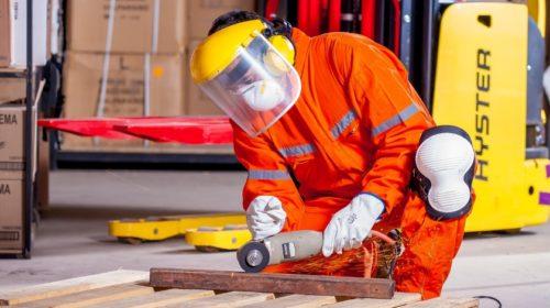 Pokles aktivity v tuzemském zpracovatelském průmyslu se v červnu dále zmírnil