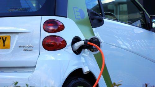 Elektromobily a hybridy posílí svůj podíl v městské dopravě