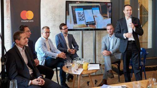 Bezhotovostní platby strmě rostou, Češi si užívají platební inovace