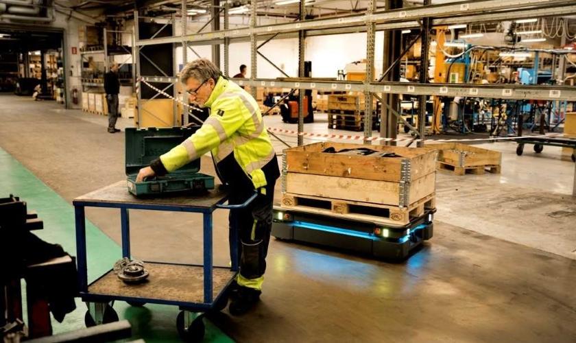 nárůst dodávek v oblasti AGV vozidel a AMR robotů
